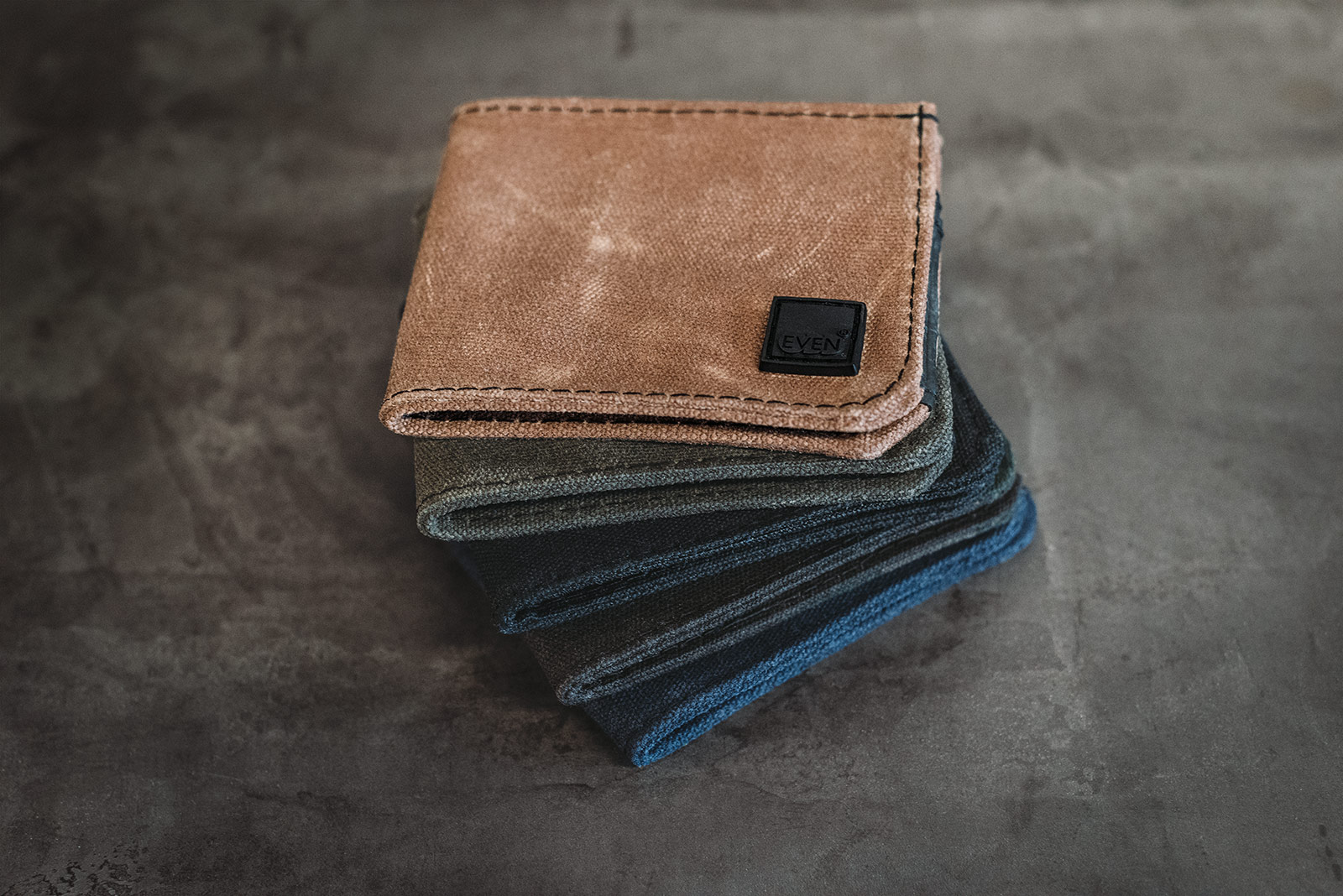 waxed canvas bi-fold wallet